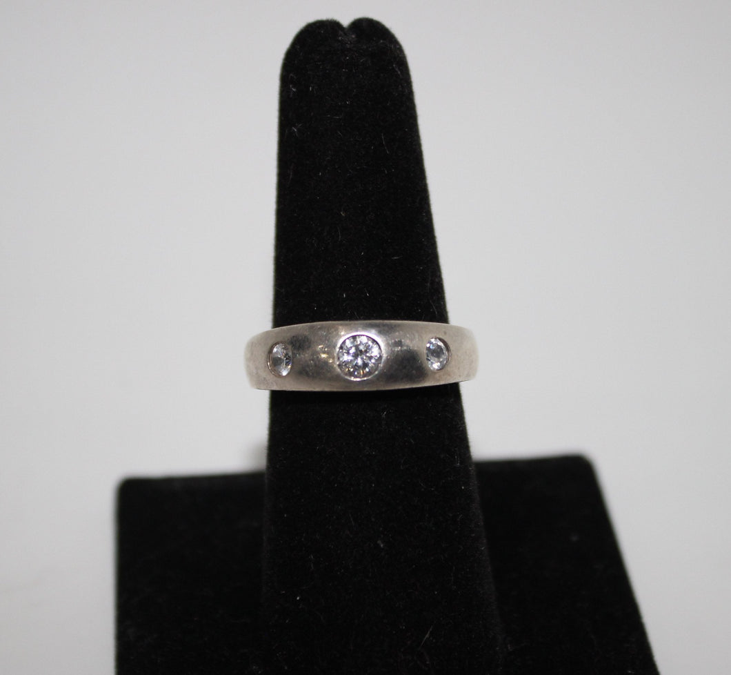 Sterling Silver (.925) Band Ring with Cubic Zirconia - Size 8 - 4.2 Grams