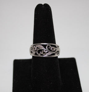 Sterling Silver (.925) Flower Band Ring - 3.9 grams - Size 9