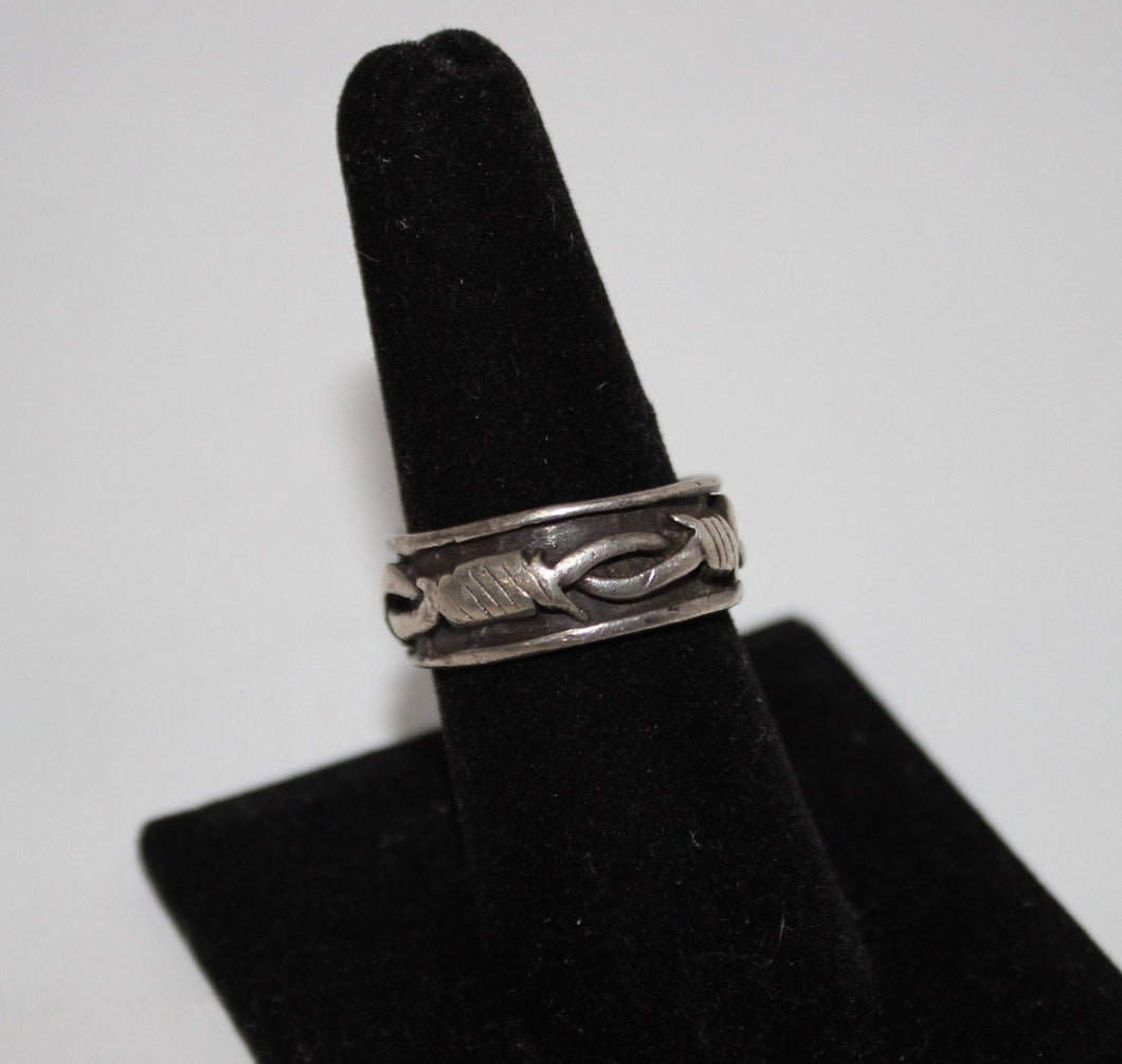Sterling Silver (.925) Barbed Wire Design Ring - Size 8 - 6.4 Grams