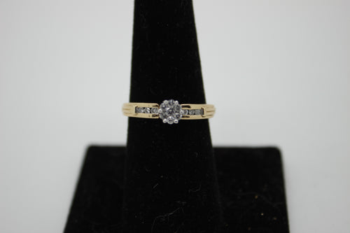 10K Gold Ring with Diamond Cluster - 13 Diamonds (.4 TDW) - Size: 6.75