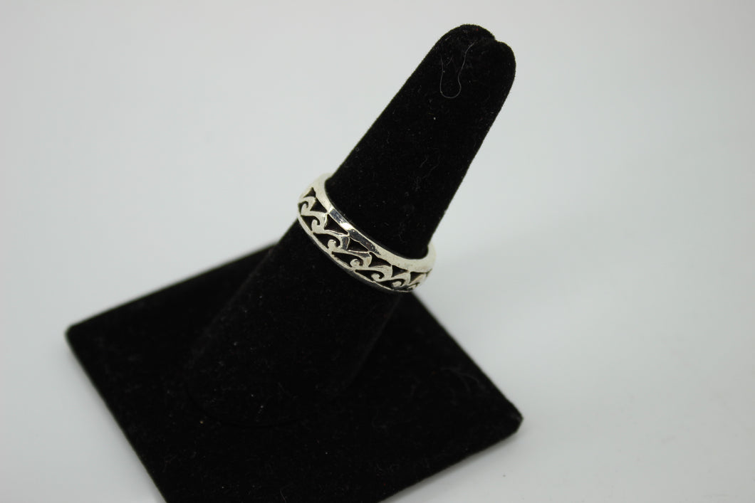 925 Sterling Silver Ring - Size 7.5, 5.5 grams