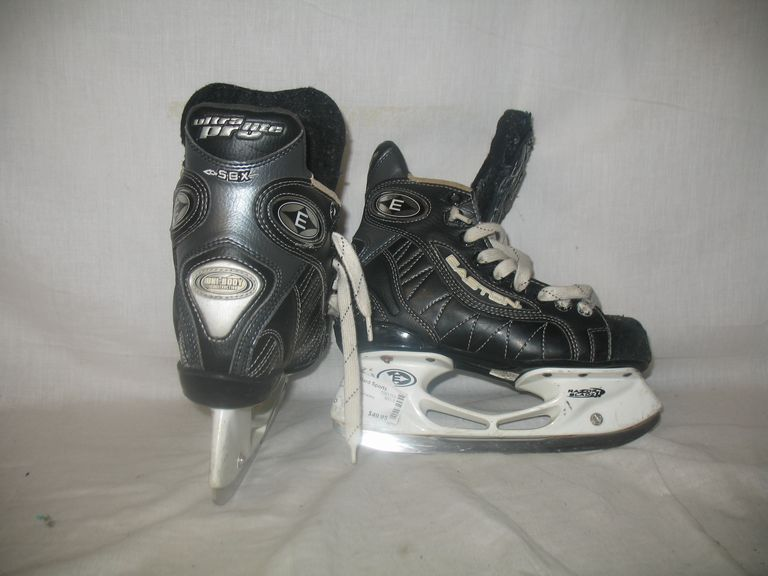 Used Easton Ultra Lite Pro Size 2.5 D Ice Hockey Skates