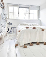 Load image into Gallery viewer, Blanket White/Camel | 300/200 | Double bed
