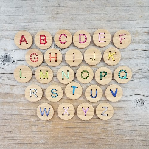 Wooden Letter Buttons - theobservatory.shop Katrinkles - manos