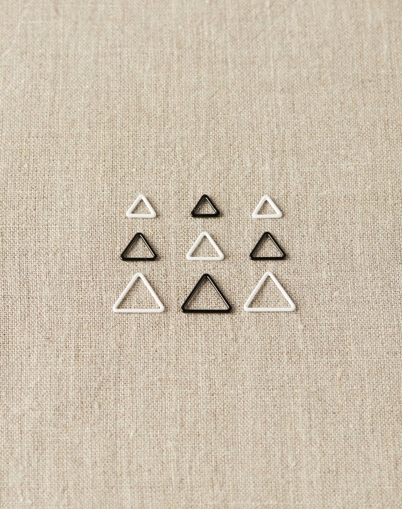 Triangle Stitch Markers - theobservatory.shop Cocoknits - manos