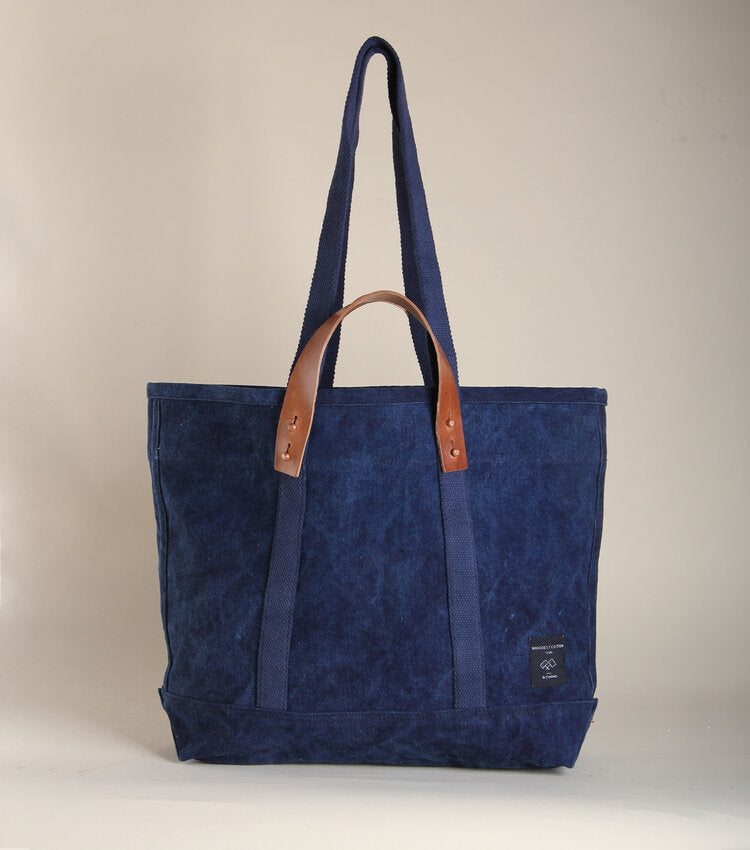 East West Tote - Small Dark Denim - theobservatory.shop Immodest Cotton - manos
