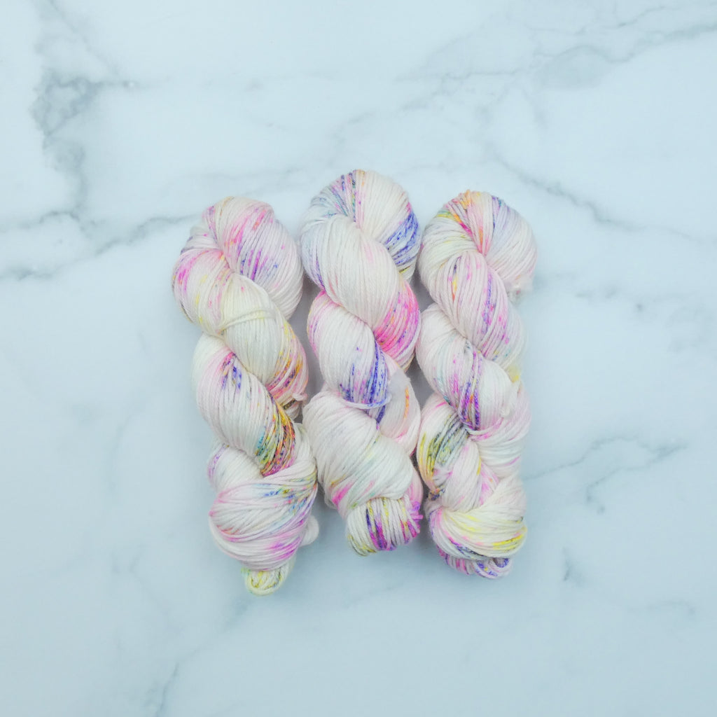 The Wandering Flock - Worsted - theobservatory.shop The Wandering Flock - manos