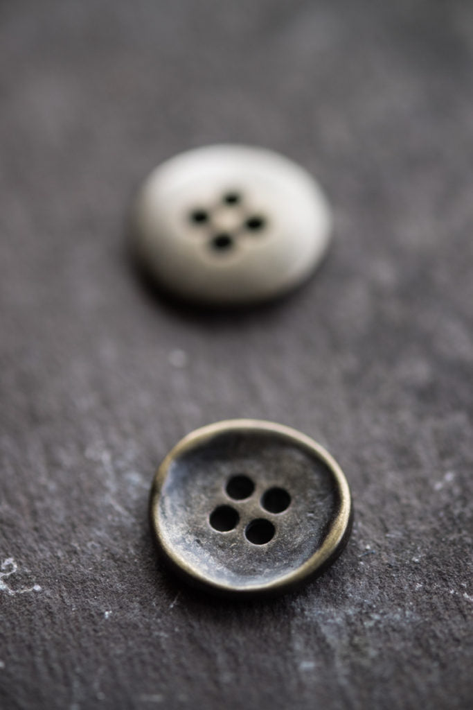 Stamped Button 15mm - theobservatory.shop Merchant & Mills - manos