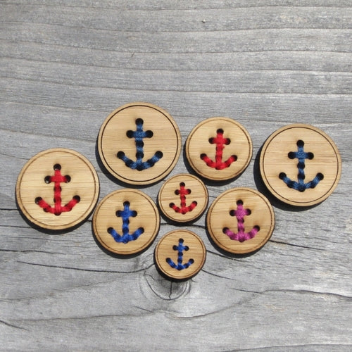 Wooden Anchor Button - theobservatory.shop Katrinkles - manos