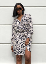 Last bilde inn i Gallery viewer, MISSMAYA Sia zebra dress Creme