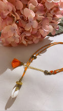 Last bilde inn i Gallery viewer, Place du soleil Shell necklace orange Oransje