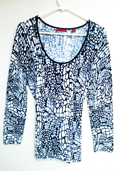 VENINI New Women's Soft Thin Knit Embellished Pullover Top B/W Print, Long Sleeves - L - Mishon's Galleria