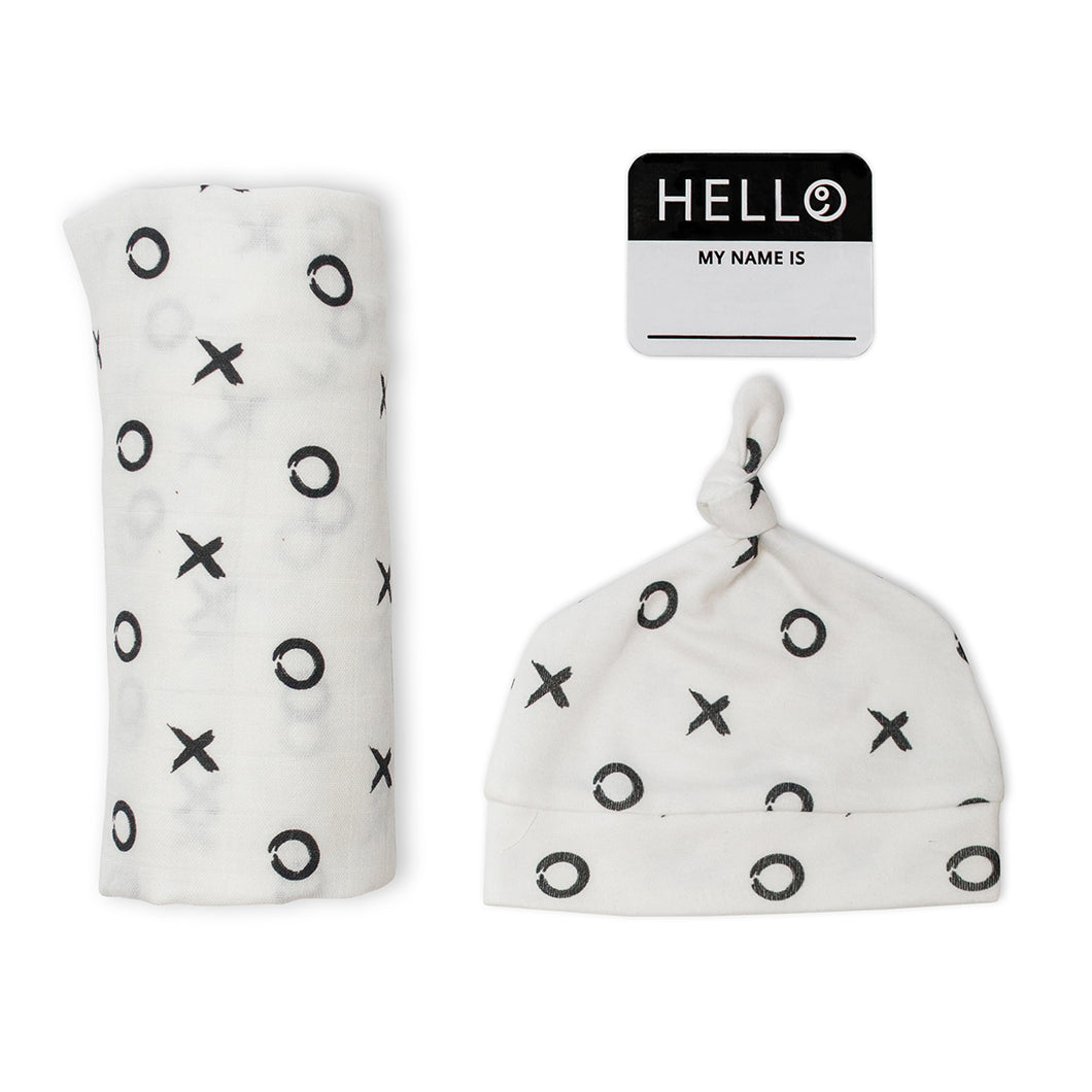 Lulujo Hello World Blanket and Knotted Hat - XO
