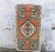 "Load image into Gallery viewer, Arin - Small Handwoven Vintage Rug 19""x35"""