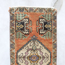 "Load image into Gallery viewer, Judi - Small Handwoven Vintage Rug 1'7""x3'1"""
