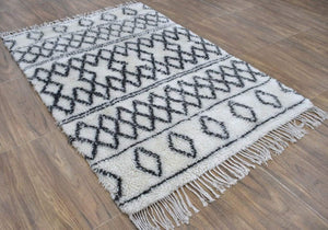 Handmade 4'x6' Wool Cross-Pattern Rug