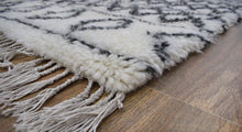 Load image into Gallery viewer, Handmade 4'x6' Wool Cross-Pattern Rug