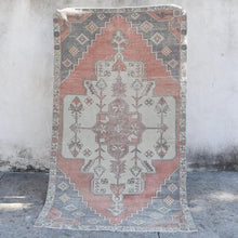 "Load image into Gallery viewer, Ela - Handmade Vintage Rug 4'3""x7'5"""
