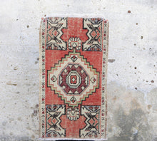 Load image into Gallery viewer, Kara - Small Handwoven Vintage Rug 1'7x2'10