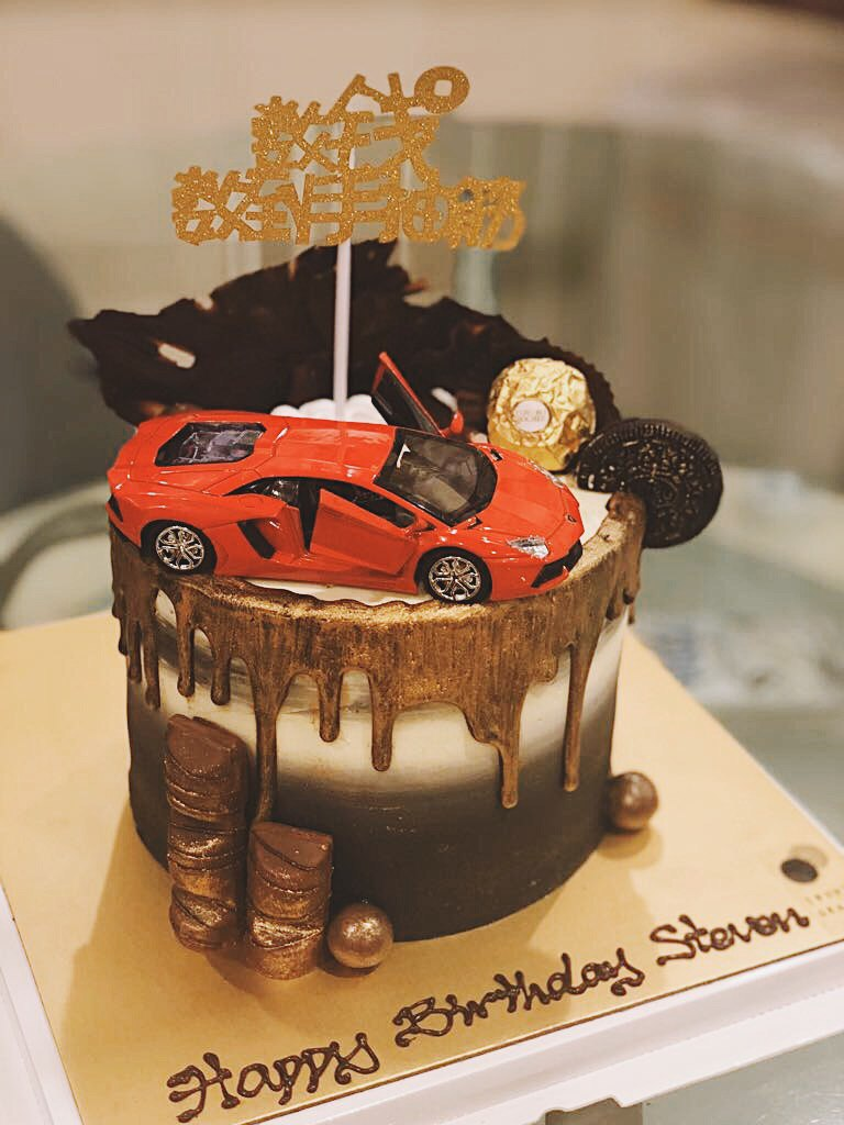 SPORTS CAR MONEY PULLING CAKE