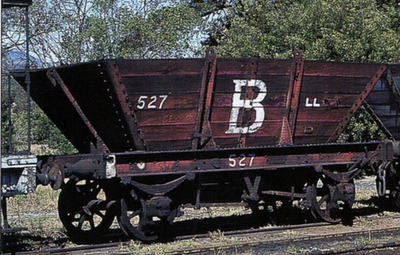A. Southern Rail: LL02 | J&A BROWN | 10 WAGON SET HUNTER VALLEY PRIVATE OWNER 4 WHEEL 'LL' STEEL FRAME COAL HOPPERS HO @ $405. SAVE $45.00.