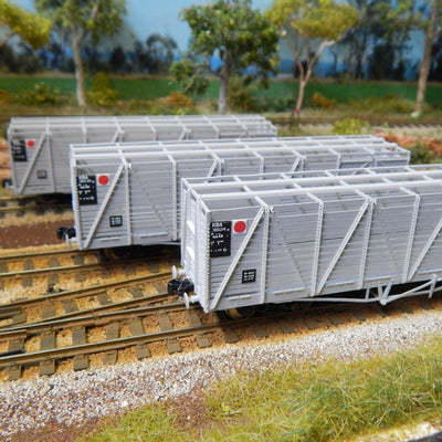 QR Wuiske Models: RTR022 KSA : pack 2. Grey Livery HO 16.5 mm bogies : KSA CATTLE WAGON pack of 3 wagons