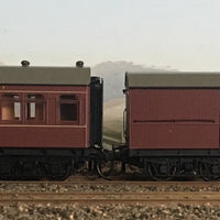 RRP $285 : SAVE $35: CR - EHO R Type Cars CR1372 Ind-Red Composite Car+EHO1283 Ind-Red Brake Van  RTR *