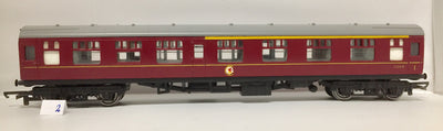 2H:  2. Tri-ang OO/HO BUILT IN BRITAIN ORIGINAL MODEL IN GOOD CONDITION 2nd HAND PASSENGER CAR