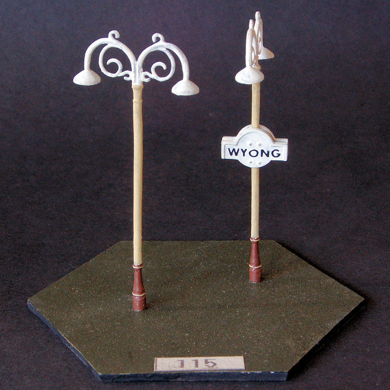 Uneek 115: HO Gauge Railway: Accessories: Double Scroll Top Light: Pkt 2: No. 115