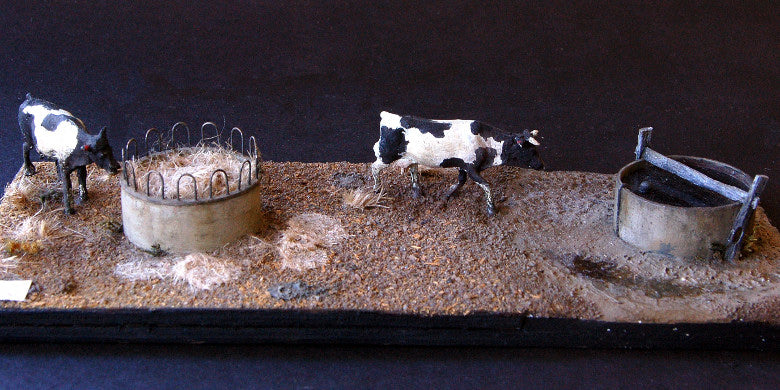 Uneek 660: HO Gauge Railway: Accessories: Cow Feeder & Water Tank: Pkt: 2:  No. 660