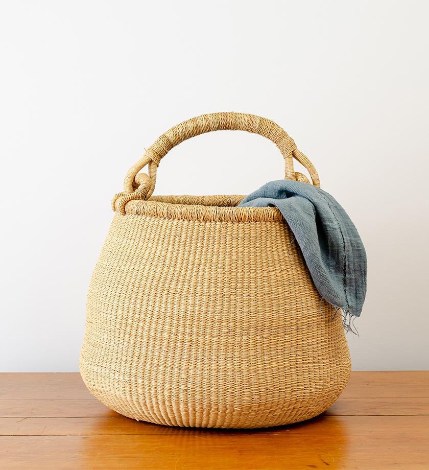 OVERSIZED NATURAL GRASS KETTLE BASKET