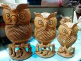 WOODEN OWL FAMILY  MYWH3054