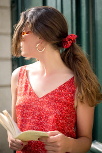 chouchou soi motifs grenades rouge et blanc liseré rouge accessoires cheveux scrunchie accessories hair border red reasons white and red pomegranates