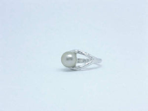 texturedpearlring-cicelycliff-ethical-sustainable-organic-luxury-custommade-southseapearl-ring-bespoke-jewelry-left