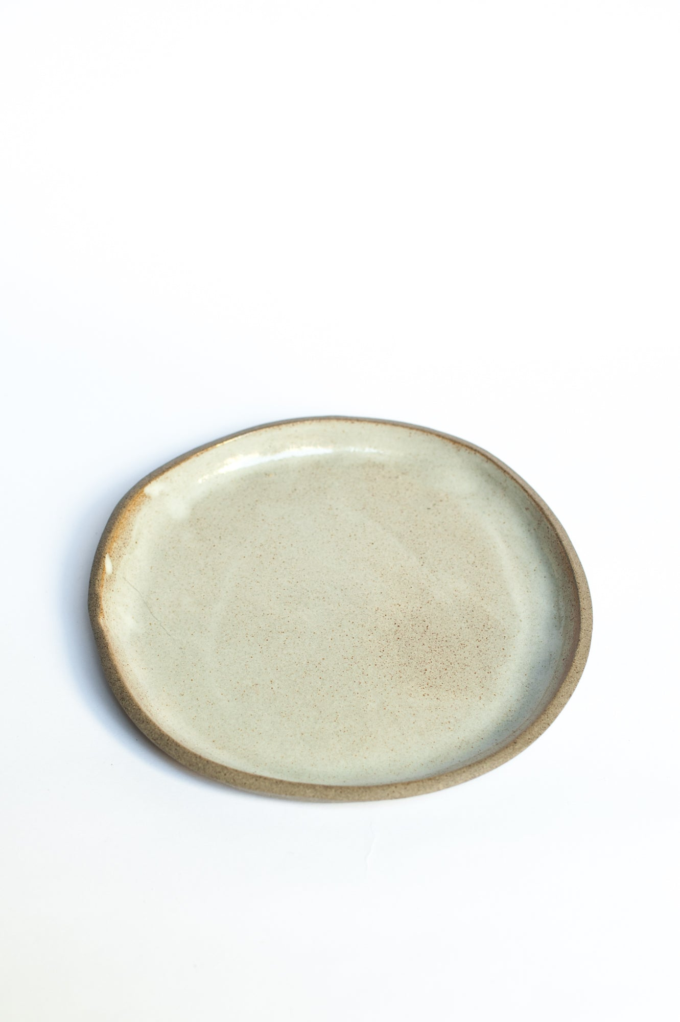 Medium smooth white plate