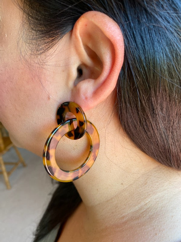 Tortoise Open Circle Link Earrings