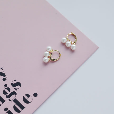 THE TRIPLE PEARL CLIP EARRINGS