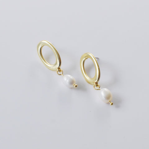 THE MATTE PEARL DROP EARRINGS SILVER POSTS