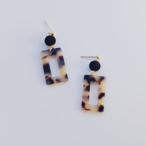 THE BEIGE TORTOISE POM POM DROP EARRINGS