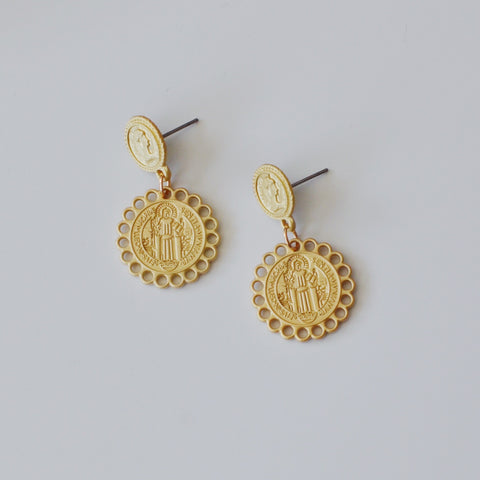 THE MATTE ROUND COIN DROP EARRINGS