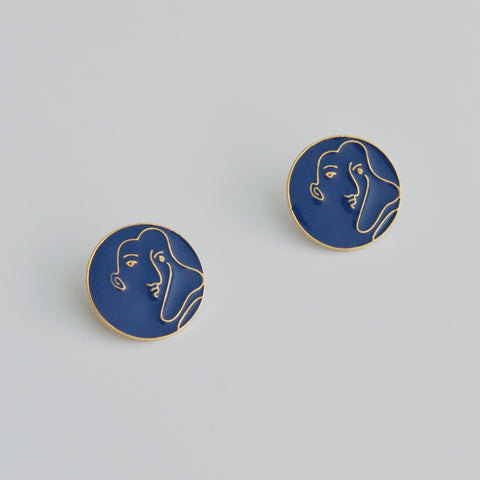 THE ABSTRACT FACE ROUND EARRINGS in NAVY