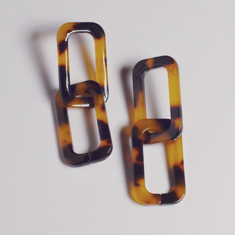 THE MOLLY LINKED RESIN EARRINGS (2 colors)