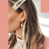 2 PIECES - THE TRENDY PEARL HARI BARRETTES SET