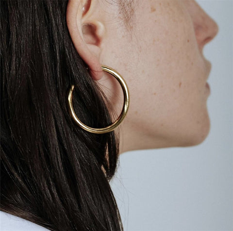 THE 18K GOLD PLATED HOLLOW HOOP EARRINGS