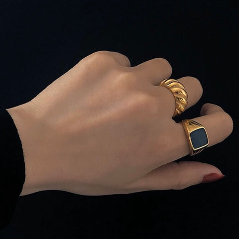 THE BLACK SQUARED SIGNET RING