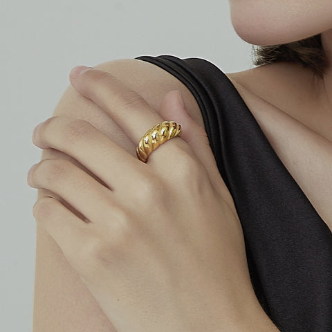 THE DOME CROISSANT BAND RING