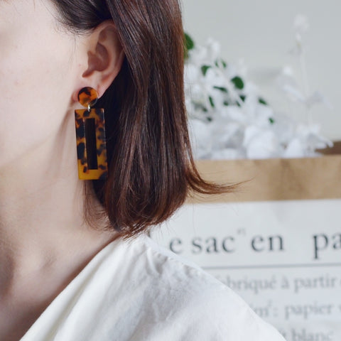 THE LOU SQUARED TORTOISE DROP EARRINGS