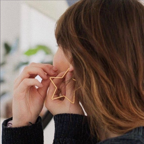 THE GEOMETRIC GOLD STAR HOOP EARRINGS