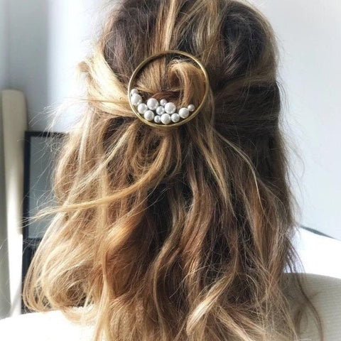 THE ELEGANT VINTAGE FAUX PEARL CIRCLE HAIRPIN