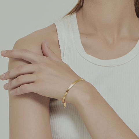 THE HERRINGBONE FLAT CHAIN BRACELET